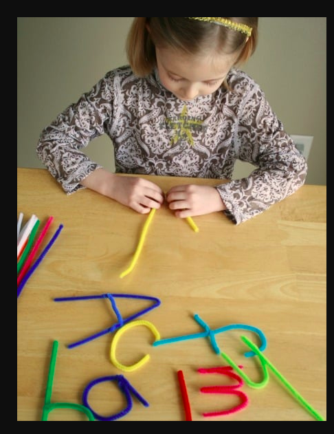 Learning game - Use pipe cleaners to make alphabets